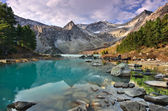Turquoise mountain lake — Stock Photo