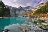 Turquoise mountain lake — Stock Photo
