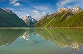 Mountain lake — Foto de Stock