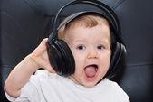 Little boy with headphones — Stockfoto