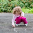 Child draws on asphalt — Stock Photo