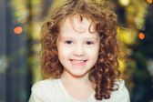 Beautiful little girl girl looking at the camera and smileson — Stock Photo