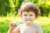 Petit garçon se brosser ses dents — Photo