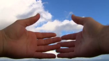 Hands covering camera lens reveal cloudscape concept. — Stock Video