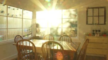 Bright sunset shines through window of dining room at house time lapse. — Stock Video