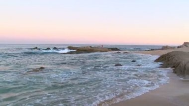 Waves on the sea near the shore — Stock Video