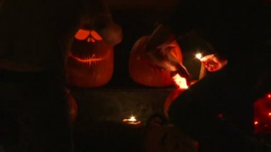 A group of pumpkins lit up on Halloween night — Stock Video