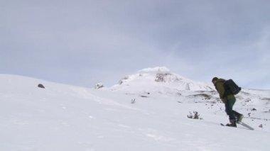 Zasněžené sjezdovky v zimě — Stock video