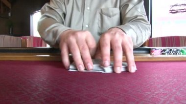 Real time of professional poker dealer shuffling full deck of playing cards. — Stock Video