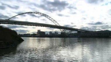 портленд, штат орегон, сша - около июня 2010: промежуток времени движения в портленде, штат орегон на межгосударственный мост. — Стоковое видео