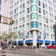 SAN FRANCISCO - CIRCA 2011: Busy intersection with walking and driving and riding bikes in San Francisco, California on bright, sunny day. — Stock Video