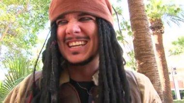 LAS VEGAS, NEVADA - CIRCA 2012 - Captain Jack Sparrow impersonator in Las Vegas performs for camera. — Stock Video