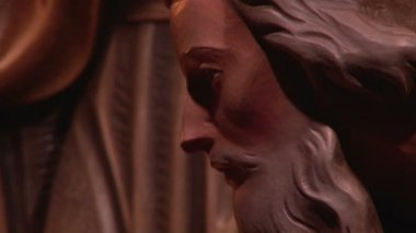 Red statue of Christ closeup — Stock Video