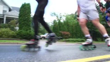 DULUTH, MINNESOTA. CIRCA MAY 2010: Inline roller skate marathon with athletes racing on street and motorcycle driving by with sound. — Stock Video