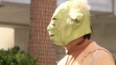 LAS VEGAS, NEVADA - CIRCA 2012 - Star Wars Yoda impersonator in Las Vegas waving to tourists. — Stock Video