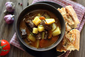 Ungarische suppe gulasch — Stockfoto