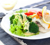 Steamed fish and broccoli — Stockfoto