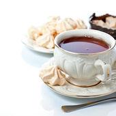 Elegant tea cup and freah meringues — Stock Photo