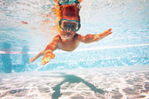 Underwater little kid in swimming pool with mask. — Stock Photo