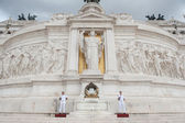 ROME - SEPTEMBER 13. Soldier guarding Altar of the Fatherland — Stockfoto