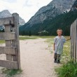 Portrait of four year old boy outdoors in the mountains. Dolomit — Stock fotografie