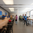 Visiting the Apple Store on August 6, 2012 in Bologna, Italy. — Stock Photo