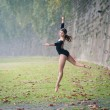 Young beautiful ballerina dancing in Tevere riverside in Rome, Italy — Stockfoto