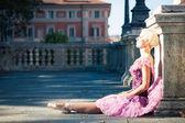 Joven hermosa bailarina bailando en bolonia - pincio, italia — Foto de Stock