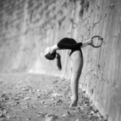 Young beautiful ballerina dancing out in Tevere riverside in Rome, Italy. Black and white image. Ballerina Project. — Stock Photo