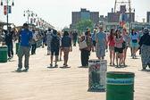 NEW YORK - JUNE 27: walking long Riegelmann Boardwalk on — Stock Photo