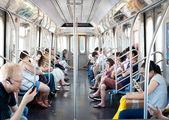 关于 2012 年 6 月 29 日在纽约市的地铁车通勤者 — 图库照片