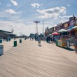 NEW YORK - JUNE 27: Riegelmann Boardwalk with Parachute Jump in — Stock Photo