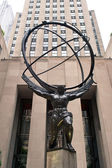 NEW YORK - JUNE 22: Atlas statue at Rockefeller Center on Fifth — Stock Photo