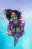 Underwater woman portrait in swimming pool — Stock Photo