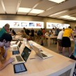 NEW YORK CITY - JUNE 23: visiting the Apple Store on 5th — Stock Photo #14756665