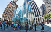 NEW YORK CITY - JUNE 23: Apple Store cube on 5th Avenue June 23, — Stock Photo