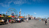 NEW YORK - JUNE 27: Coney Island boardwalk in front of the Wonde — Stock Photo