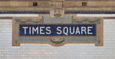 Times square - fliese new york city subway zeichen muster in midtown manhattan — Stockfoto