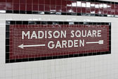 Madison square garden - new york city tunnelbanan tecken kakel mönster interiör — Stockfoto