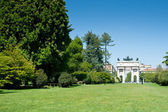 Arco della pace in the gardens of parco Sempione, Milan, Italy — Stock Photo