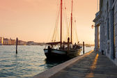 Grand canal view at sunshine with boat. Venice, Italy — Stock Photo