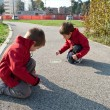 Kids playing on the ground with chalk — Stockfoto