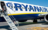 BOLOGNA, ITALY - MARCH 29: Boarding on Ryanair Jet airplane in Bologna airport — Stock Photo