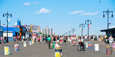 NEW YORK - JUNE 27: walking long Riegelmann Boardwalk — Stock Photo