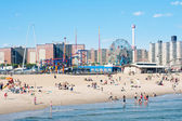 NEW YORK - JUNE 27: on the beach on June 27, 2012 in Coney Island — Stockfoto
