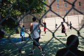 NEW YORK CITY - JUNE 28: West 4th Streets iconic basketball court — Stock Photo