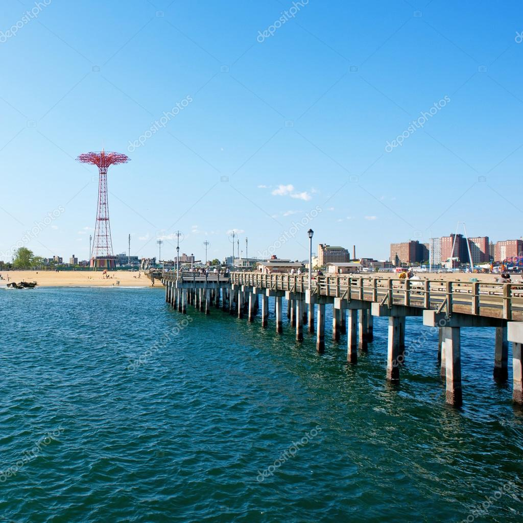 Фотообои NEW YORK - JUNE 27: Pier and Parachute tower. Coney Island is known especially for its amusement park