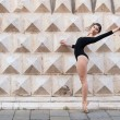 Young beautiful ballerina dancing outdoors in front of Palazzo dei Diamanti in Ferrara, Italy — Stock fotografie