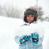 Young kid portrait in the snow with big snowball — Stock Photo