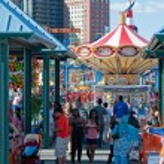 NEW YORK - JUNE 27: having fun in Coney Island amusement — Stock Photo
